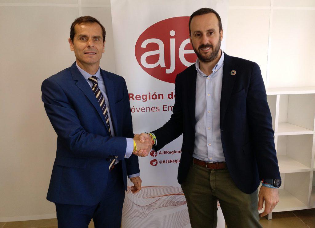 firma del convenio de colaboración entre el COIIRM y AJE Región de Murcia
